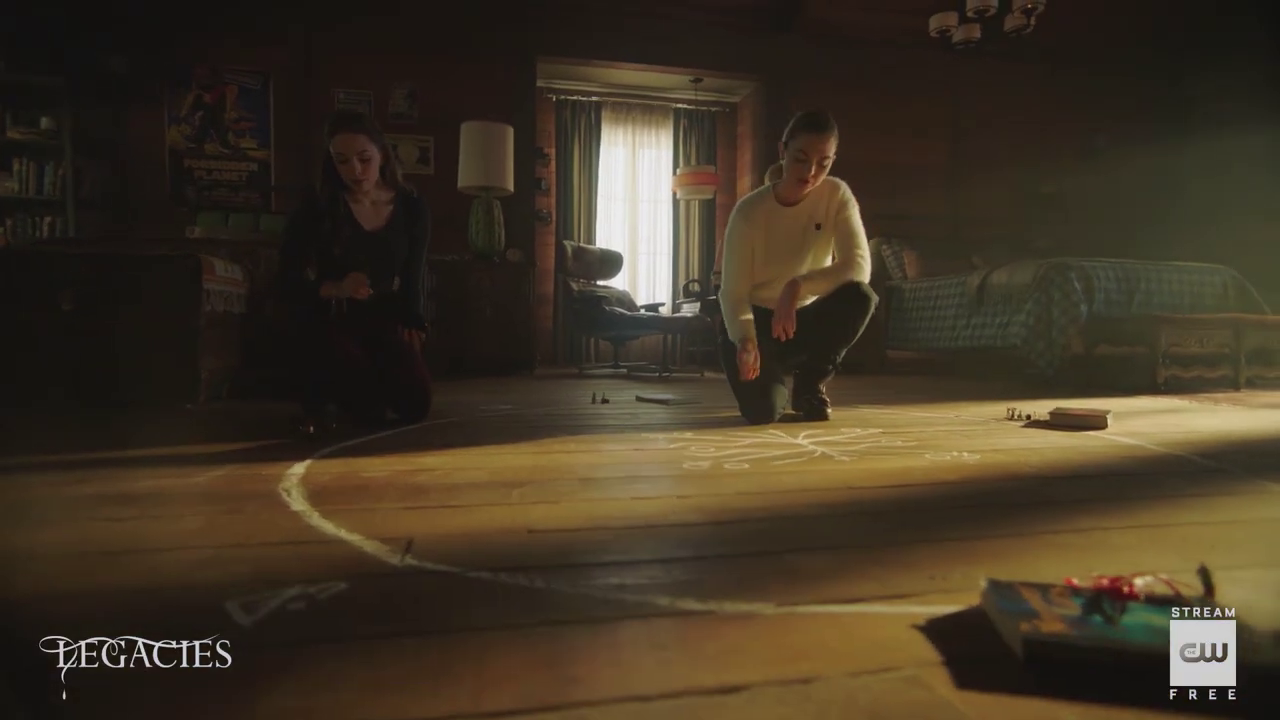 'Legacies' 3×08 Long Time, No See – Lizzie And Hope Prepare To Astral Project Scene